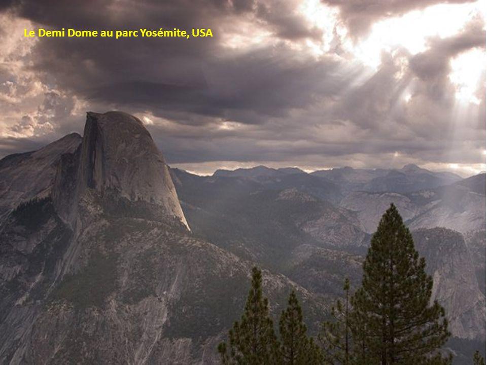 Le Demi Dome au parc Yosémite, USA