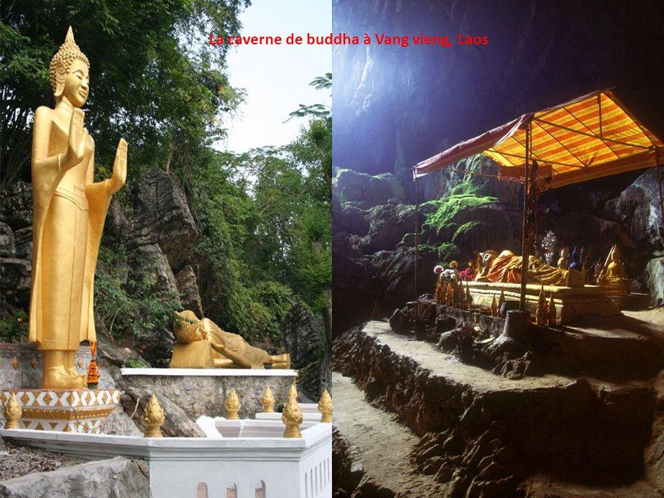 La caverne de buddha à Vang vieng, Laos