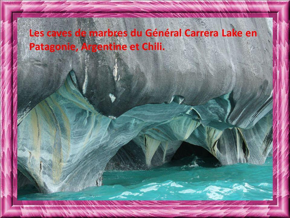 Les caves de marbres du Général Carrera Lake en Patagonie, Argentine et Chili.
