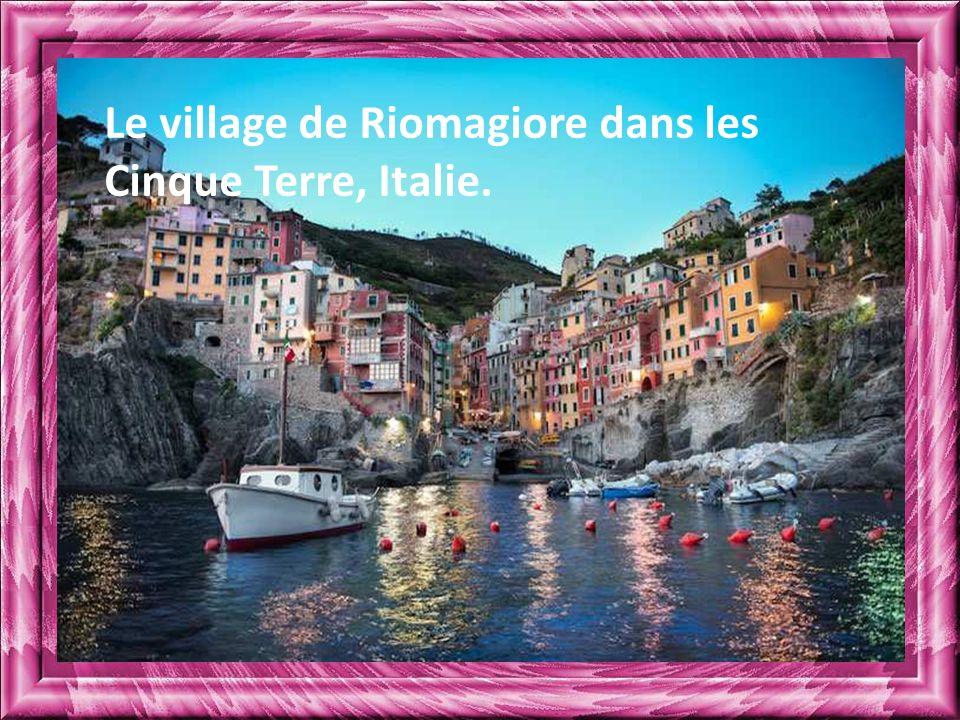 Le village de Riomagiore dans les Cinque Terre, Italie.