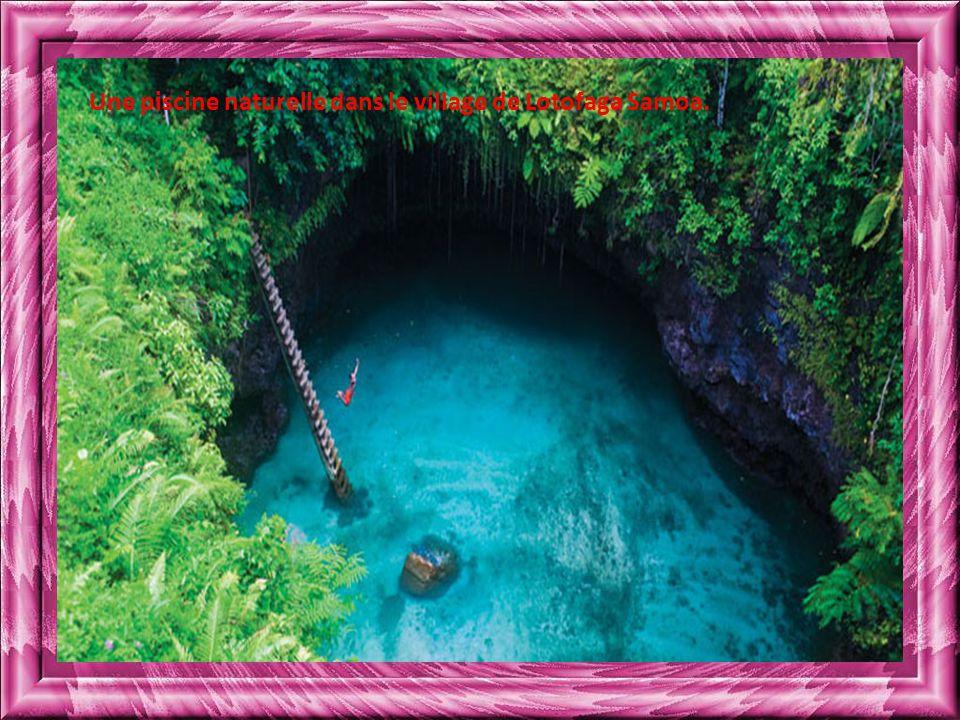 Une piscine naturelle dans le village de Lotofaga Samoa.