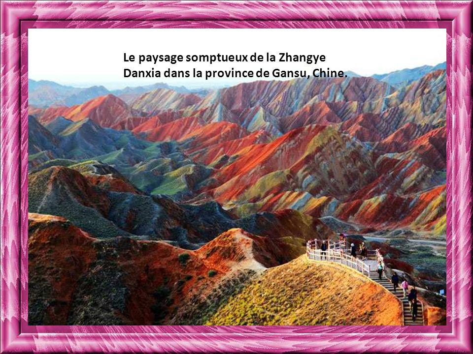 Le paysage somptueux de la Zhangye Danxia dans la province de Gansu, Chine.