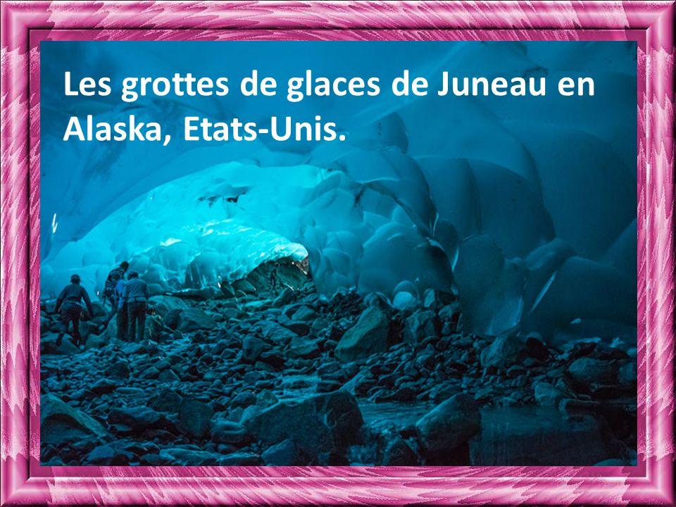 Les grottes de glaces de Juneau en Alaska, Etats-Unis.