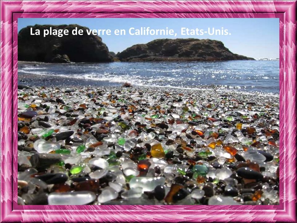 La plage de verre en Californie, Etats-Unis.