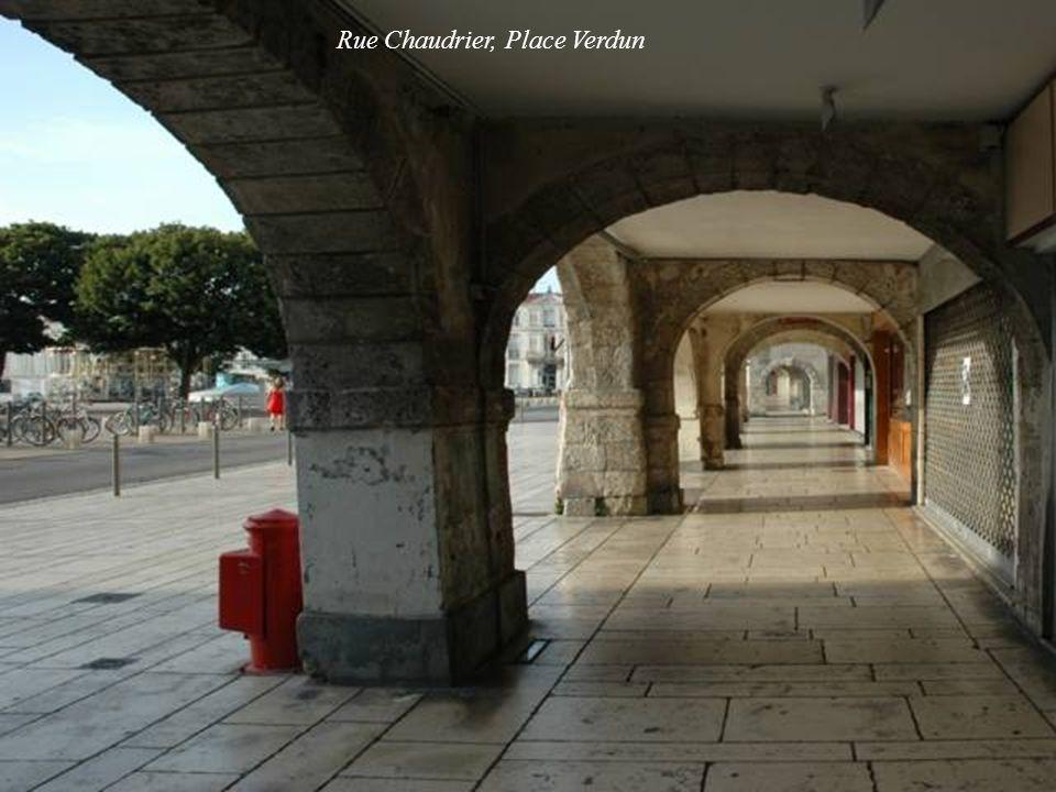 Rue Chaudrier, Place Verdun