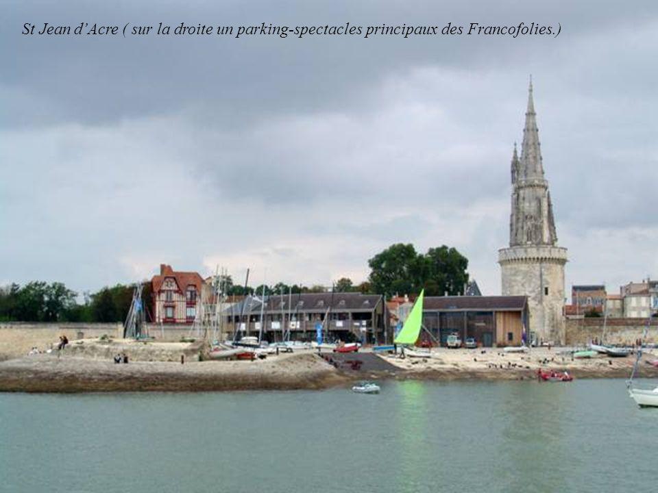St Jean d'Acre ( sur la droite un parking-spectacles principaux des Francofolies.)