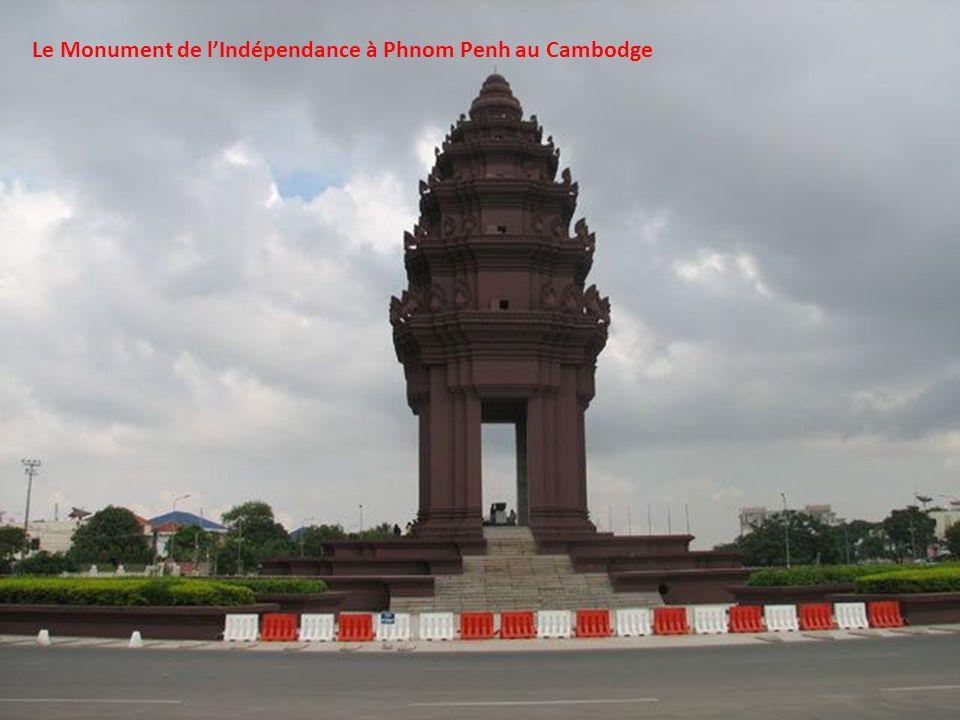 Le Monument de l'Indépendance à Phnom Penh au Cambodge