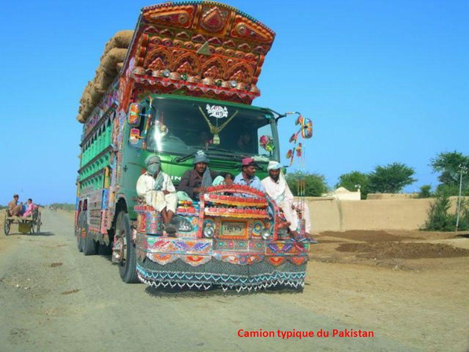 Camion typique du Pakistan