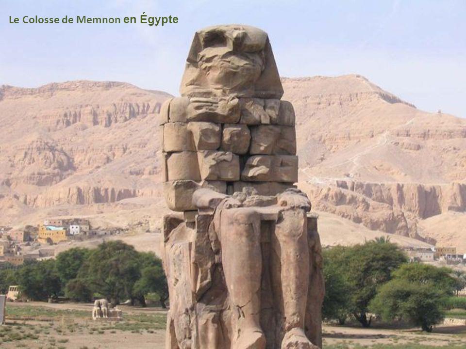Le Colosse de Memnon en Égypte
