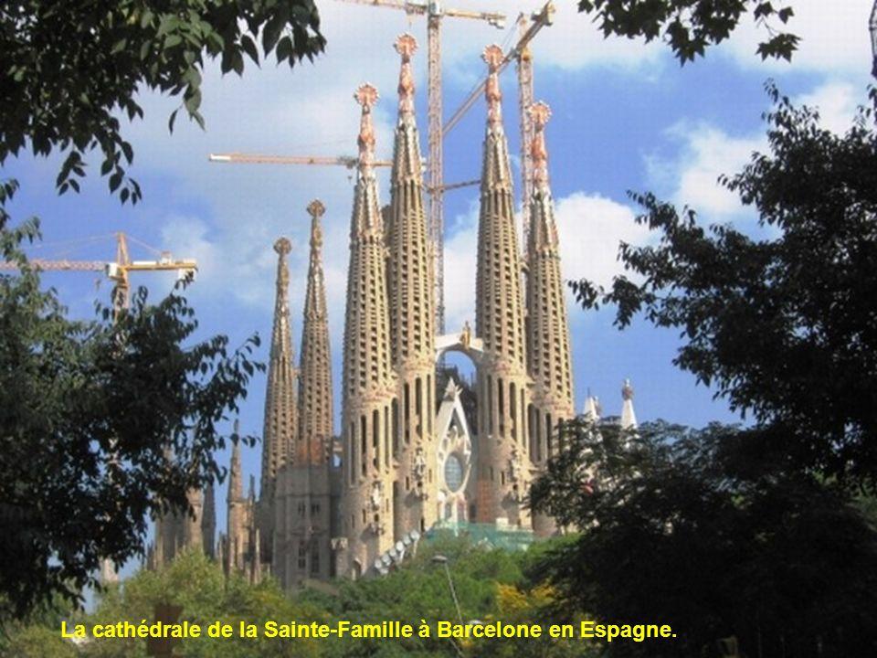 La cathédrale de la Sainte-Famille à Barcelone en Espagne.