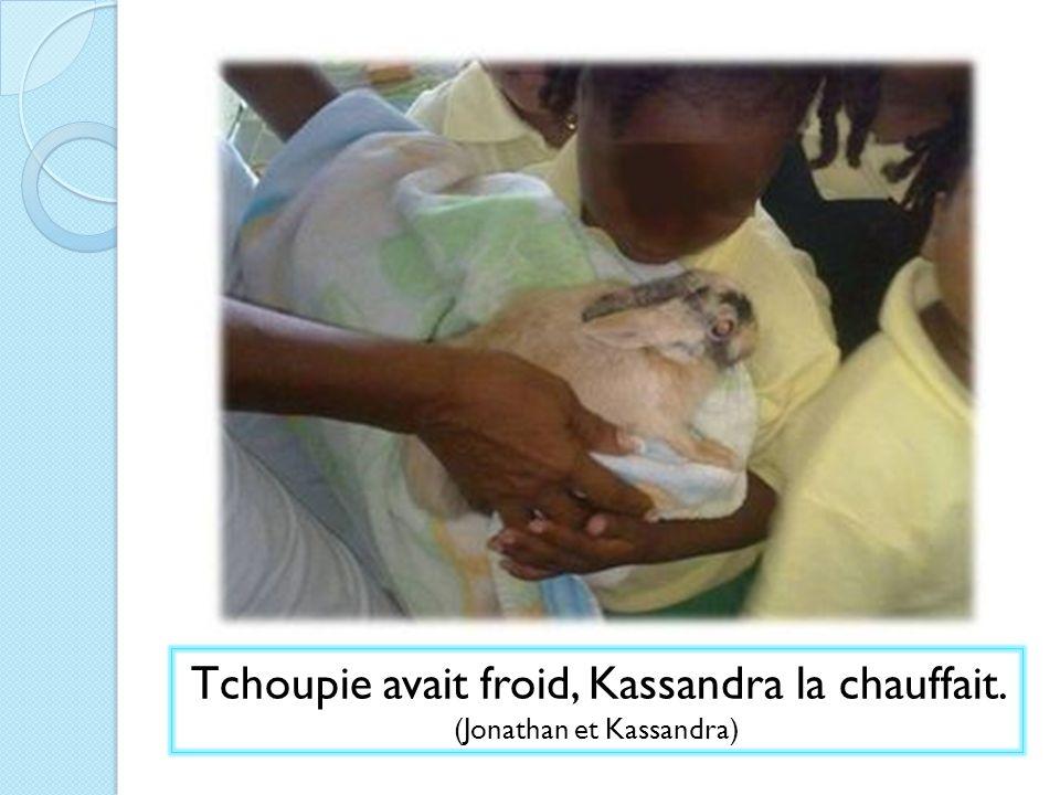 Tchoupie avait froid, Kassandra la chauffait. (Jonathan et Kassandra)