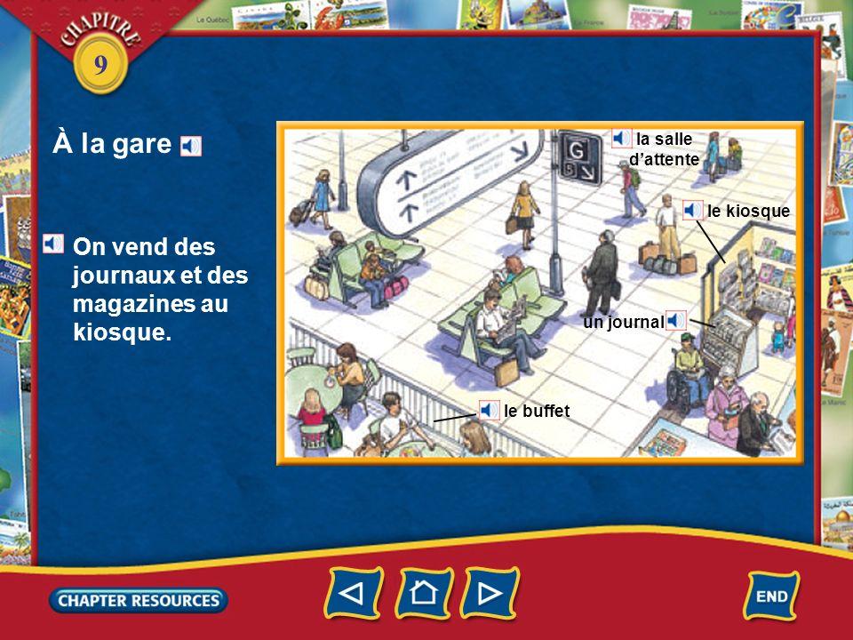 À la gare On vend des journaux et des magazines au kiosque.