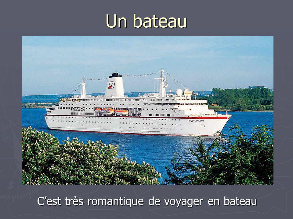 C'est très romantique de voyager en bateau