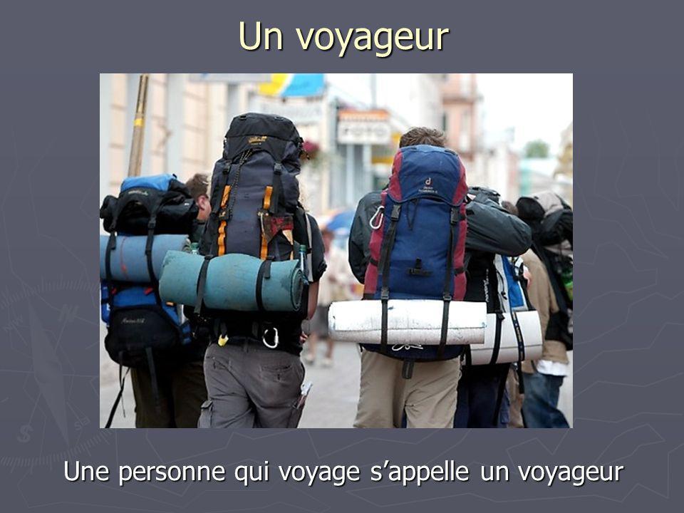 Une personne qui voyage s'appelle un voyageur