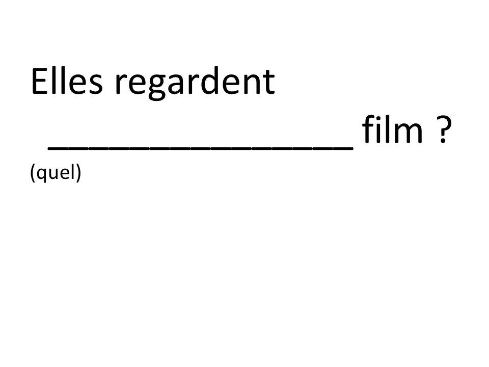 Elles regardent _______________ film