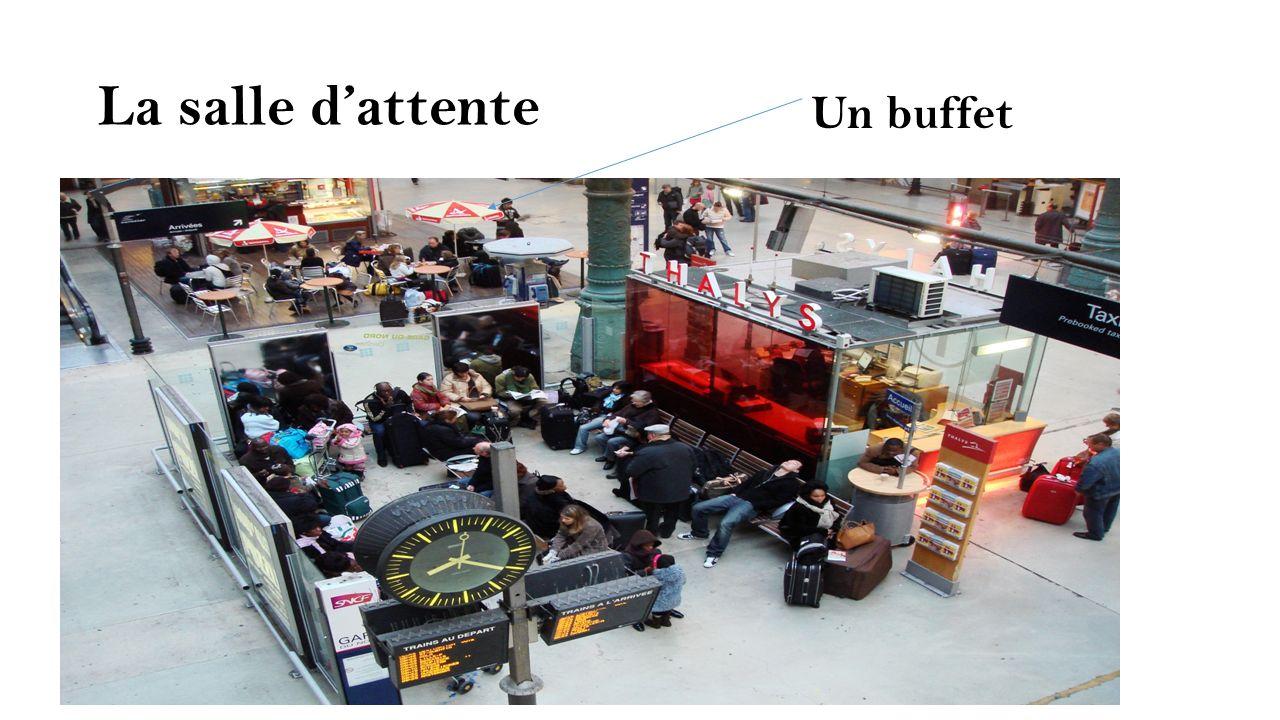 La salle d'attente Un buffet