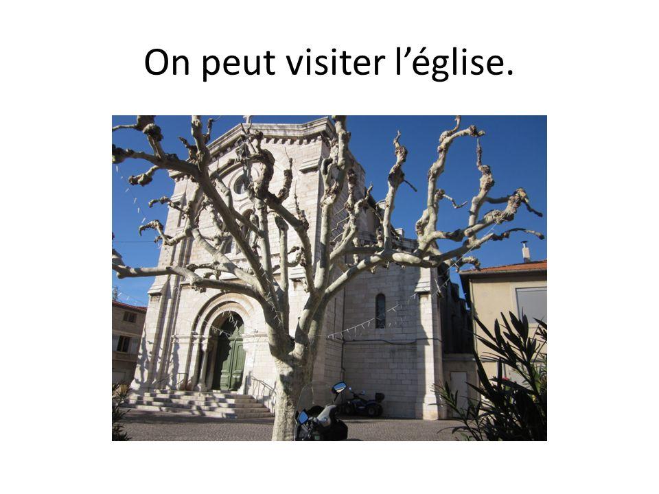 On peut visiter l'église.