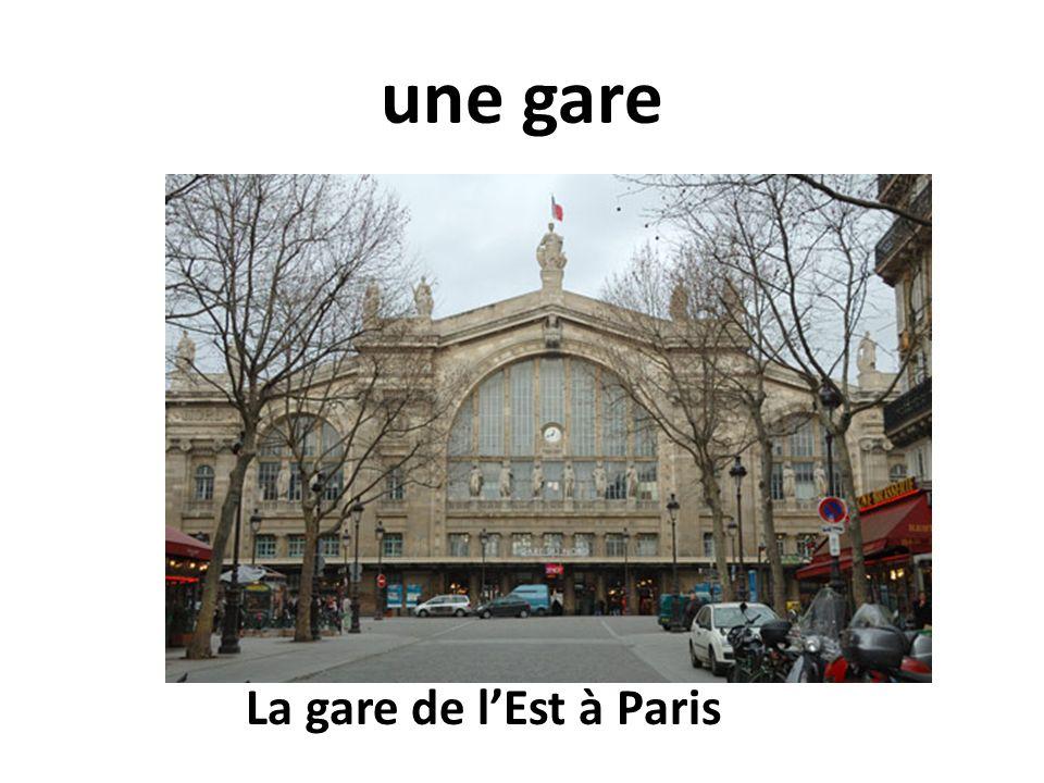 une gare La gare de l'Est à Paris