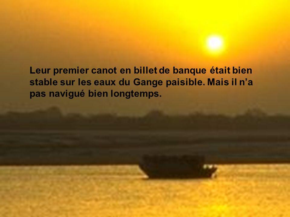 Leur premier canot en billet de banque était bien stable sur les eaux du Gange paisible.