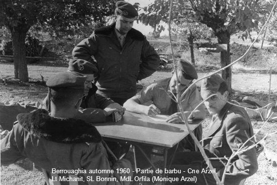 Berrouaghia automne 1960 - Partie de barbu - Cne Arzel, Lt Michanit, SL Bonnin, MdL Orfila (Monique Arzel)