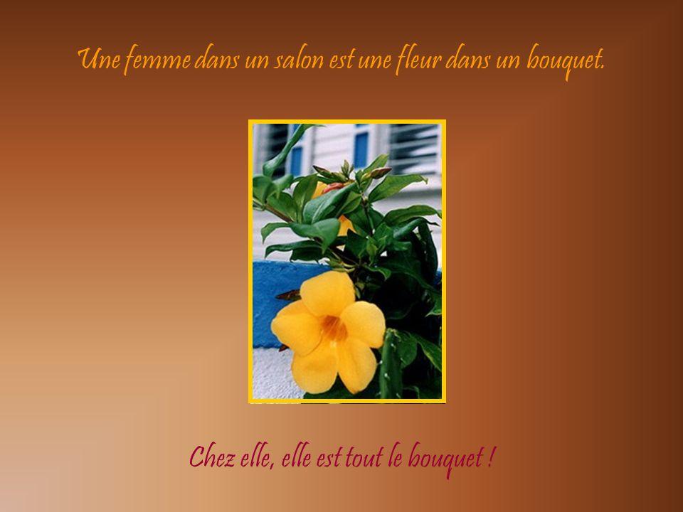 Une femme dans un salon est une fleur dans un bouquet.