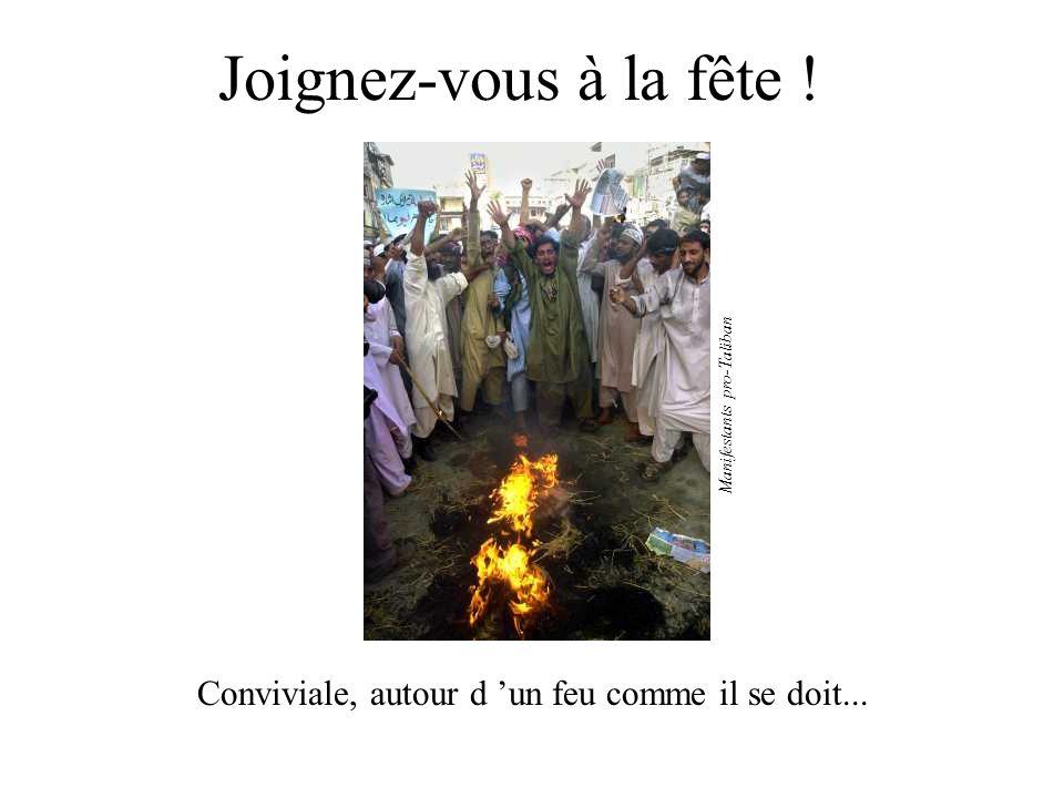 Joignez-vous à la fête ! Manifestants pro-Taliban Conviviale, autour d 'un feu comme il se doit...
