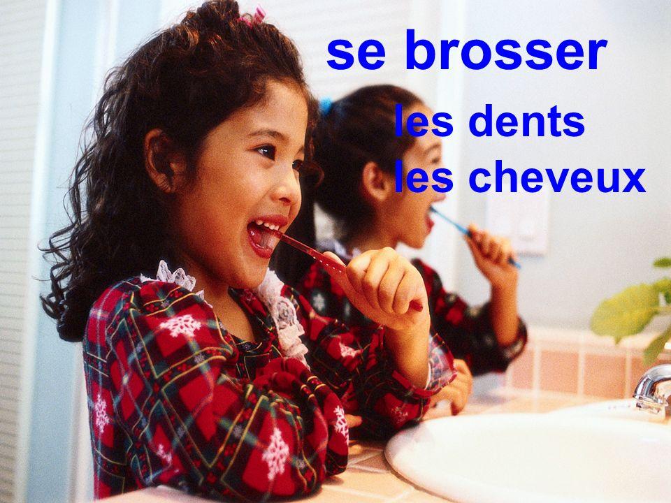 se brosser les dents les cheveux