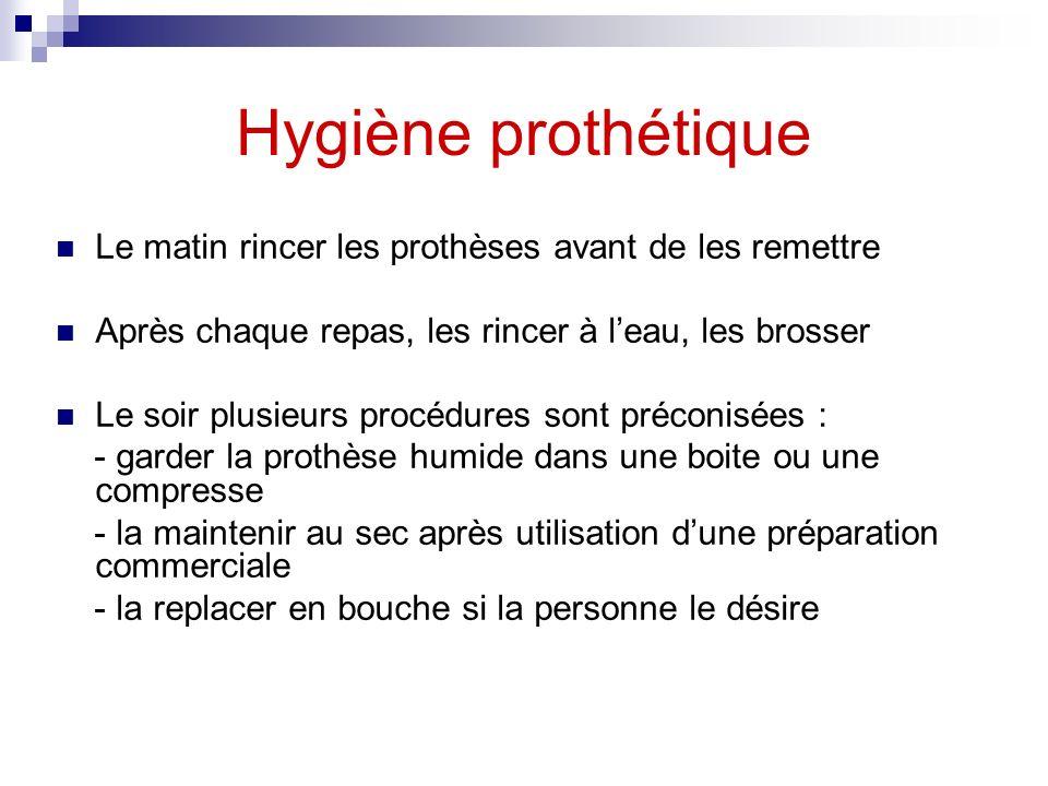 Hygiène prothétique Le matin rincer les prothèses avant de les remettre. Après chaque repas, les rincer à l'eau, les brosser.