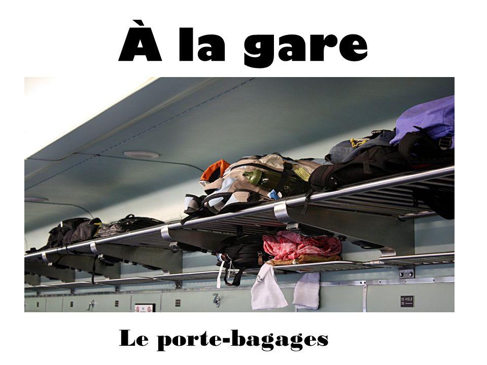 À la gare Le porte-bagages