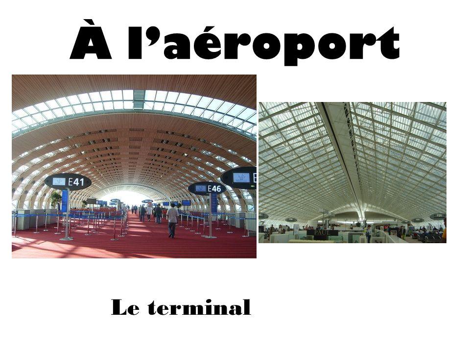 À l'aéroport Le terminal
