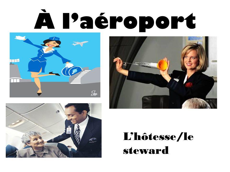À l'aéroport L'hôtesse/le steward