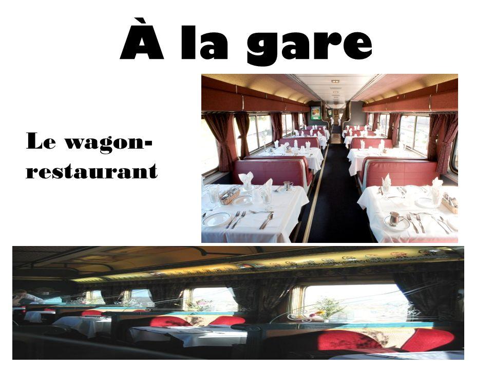 À la gare Le wagon-restaurant