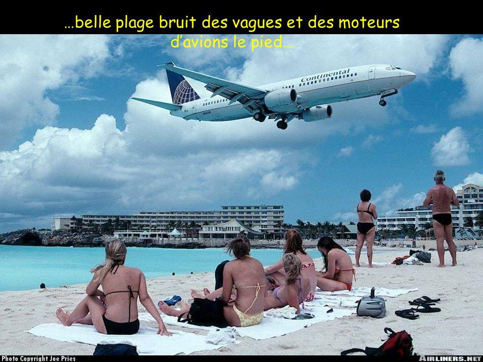 …belle plage bruit des vagues et des moteurs d'avions le pied…