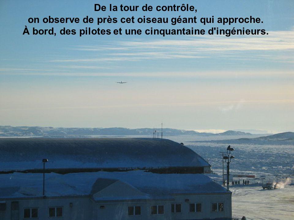 De la tour de contrôle, on observe de près cet oiseau géant qui approche. À bord, des pilotes et une cinquantaine d ingénieurs.