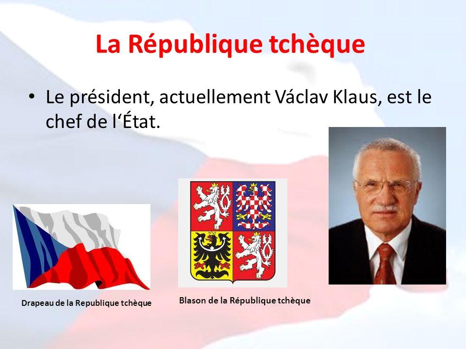 La République tchèque Le président, actuellement Václav Klaus, est le chef de l'État. Blason de la République tchèque.