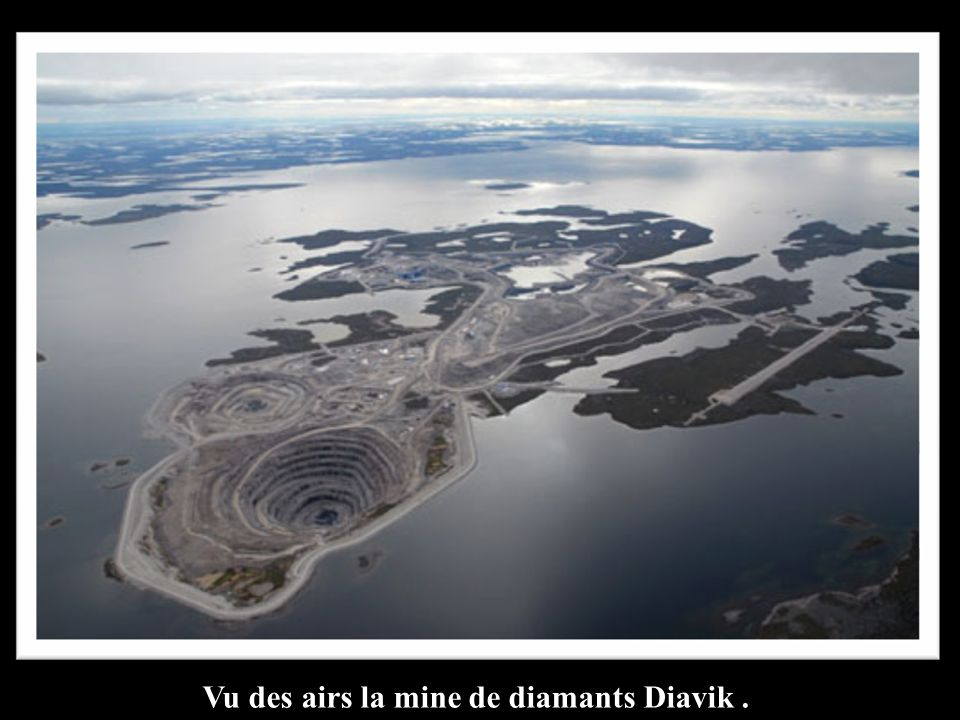 Vu des airs la mine de diamants Diavik .