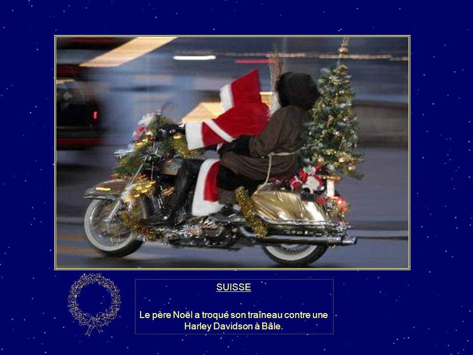 Le père Noël a troqué son traîneau contre une Harley Davidson à Bâle.