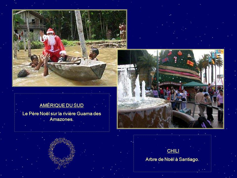 CHILI AMÉRIQUE DU SUD Le Père Noël sur la rivière Guama des Amazones.