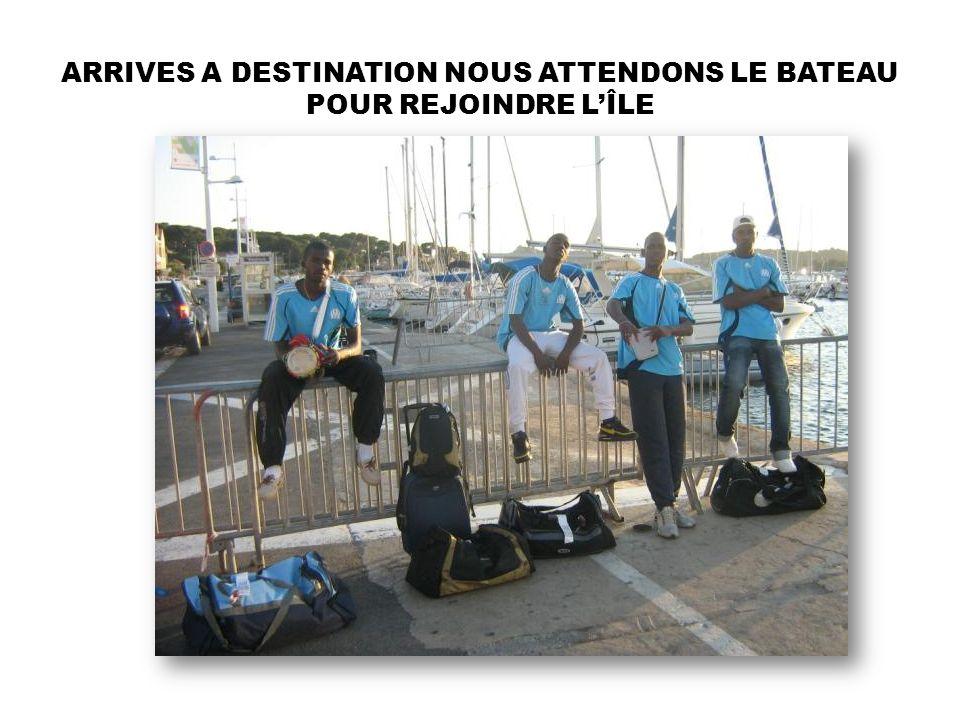 ARRIVES A DESTINATION NOUS ATTENDONS LE BATEAU POUR REJOINDRE L'ÎLE