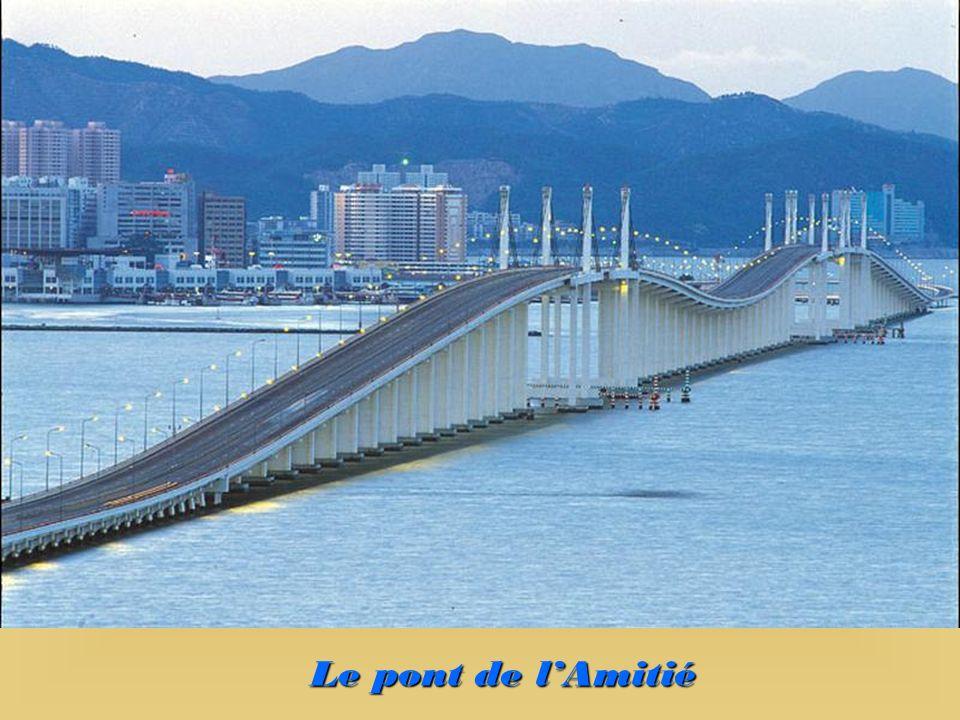 Le pont de l'Amitié
