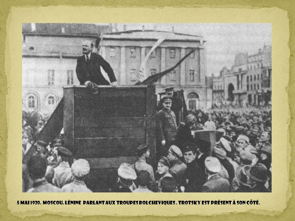 5 mai 1920. Moscou. Lénine parlant aux troupes bolcheviques
