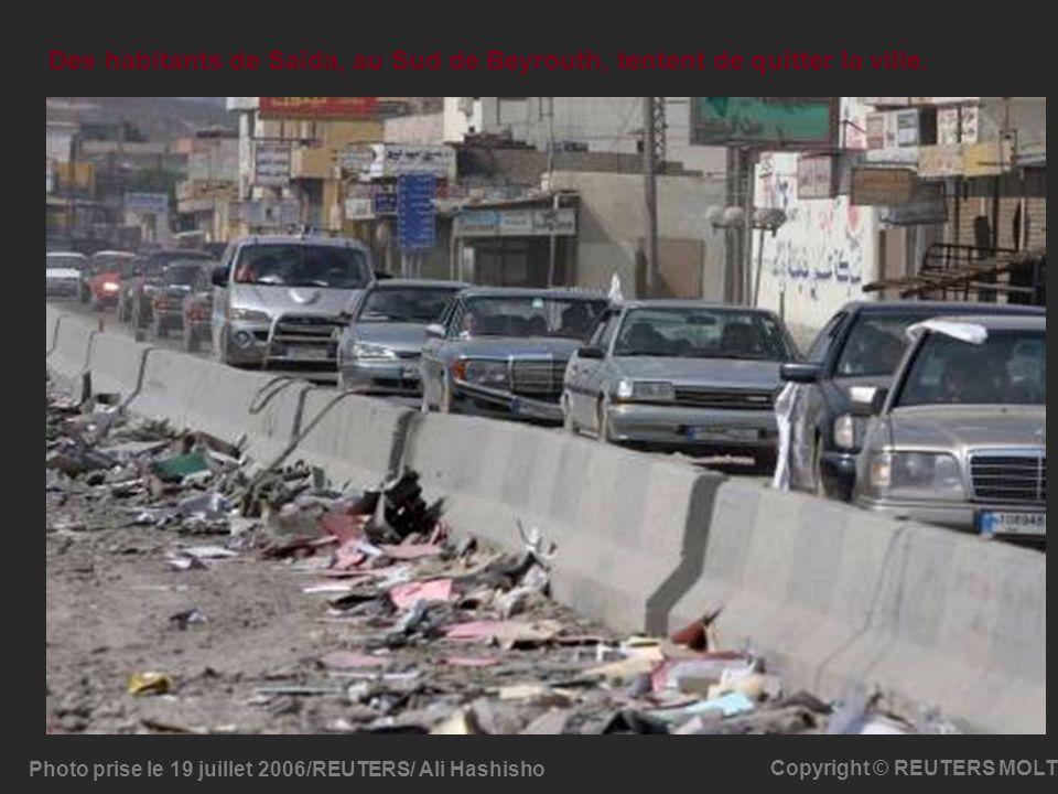 Des habitants de Saïda, au Sud de Beyrouth, tentent de quitter la ville.