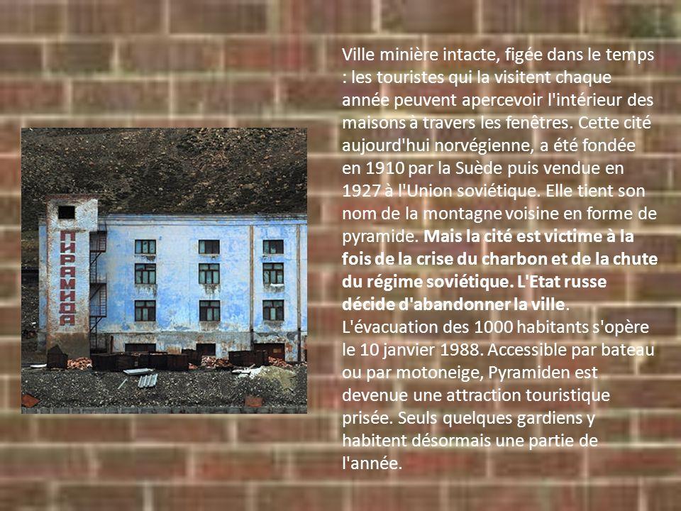 Ville minière intacte, figée dans le temps : les touristes qui la visitent chaque année peuvent apercevoir l intérieur des maisons à travers les fenêtres.