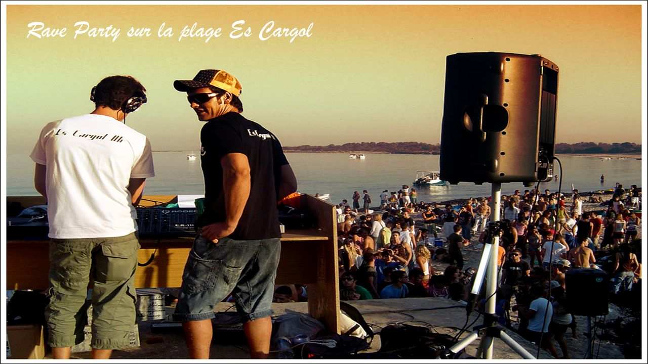 Rave Party sur la plage Es Cargol