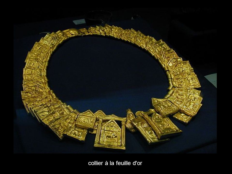 collier à la feuille d or