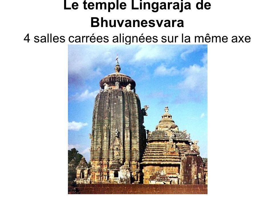 Le temple Lingaraja de Bhuvanesvara 4 salles carrées alignées sur la même axe