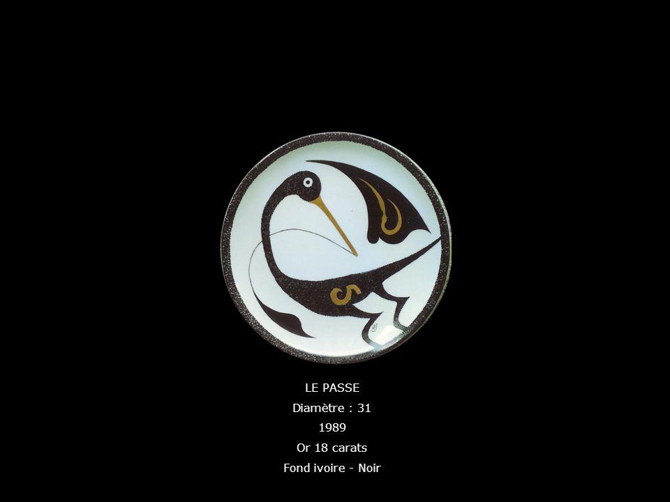 LE PASSE Diamètre : 31 1989 Or 18 carats Fond ivoire - Noir