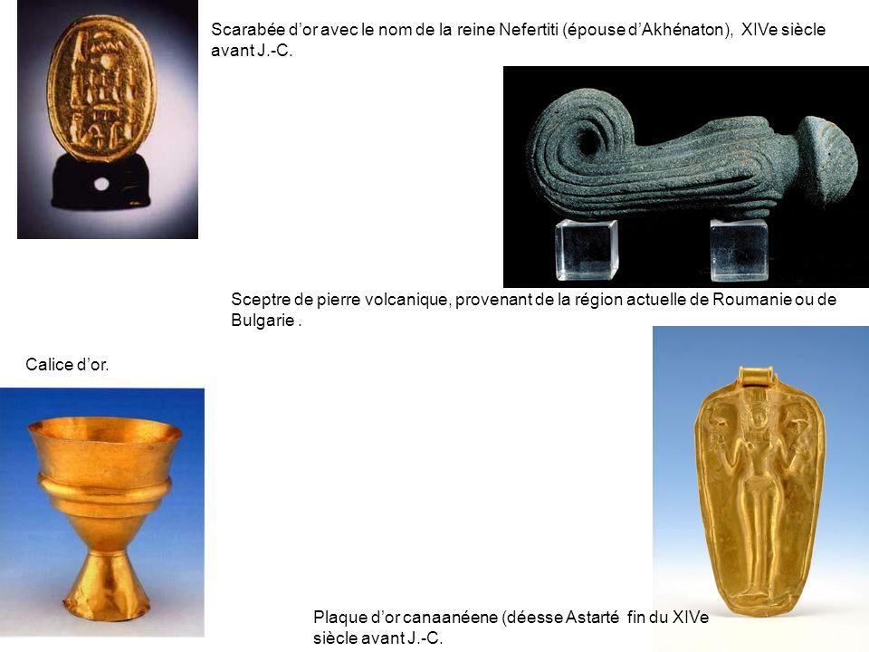 Scarabée d'or avec le nom de la reine Nefertiti (épouse d'Akhénaton), XIVe siècle avant J.-C.