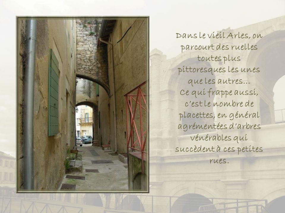 Dans le vieil Arles, on parcourt des ruelles toutes plus pittoresques les unes que les autres…