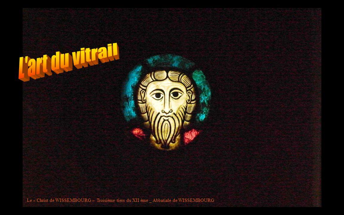 L art du vitrail Le « Christ de WISSEMBOURG » Troisième tiers du XII ème _ Abbatiale de WISSEMBOURG.